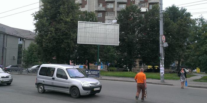 Рекламний білборд типу призма на перетині вул.Грушевського та вул.Гагарні